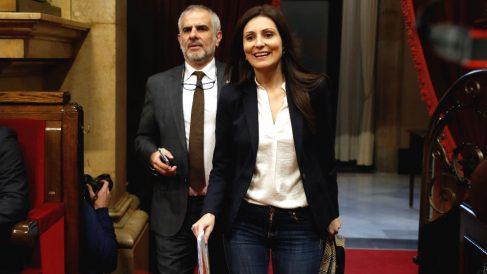 Lorena Roldán y Carlos Carrizosa en el Parlamento de Cataluña.