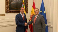 El ministro de Exteriores venezolano, Jorge Arreaza, junto al secretario de Estado para Iberoamérica, Juan Pablo de Laiglesia.