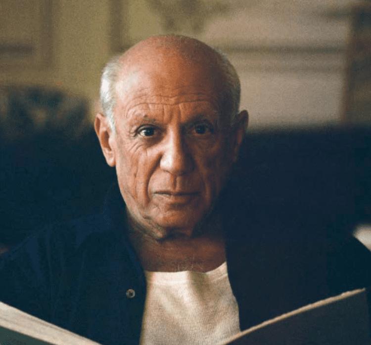 Pablo Picasso leyendo @Getty