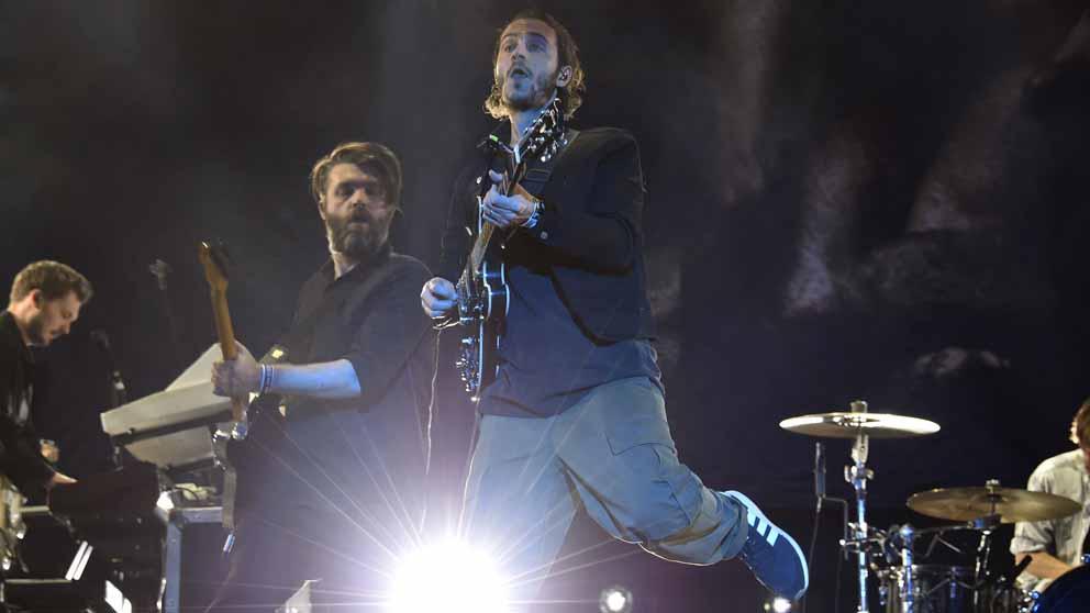 Tom Smith, el cantante del grupo Editors, durante uno de los conciertos de la banda. Foto: AFP
