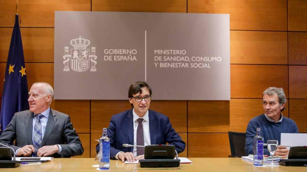 El ministro de Sanidad, Salvador Illa, y el director del CCAES, Fernando Simón. (Foto: EP)