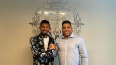 Matheus Fernandes con Ronaldo Nazario. (Real Valladolid)