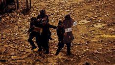 Policías durante los graves disturbios en Barcelona por la sentencia del Procés.