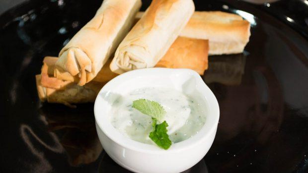 Albóndigas de cordero con salsa de yogurt: Receta tradicional griega
