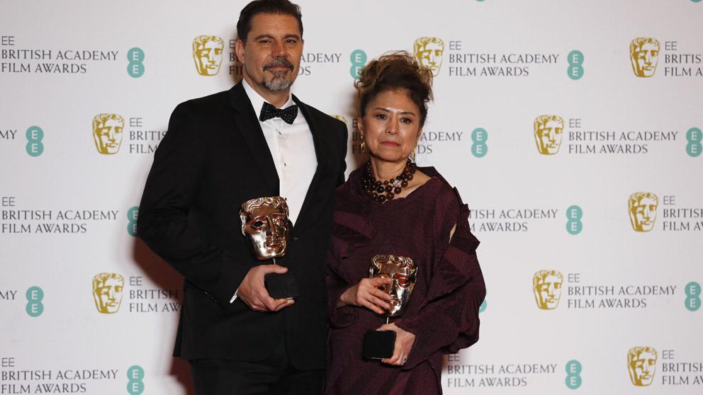 Sergio Pablos y Jinko Gotoh con el BAFTA por 'Klaus' (Foto: AFP)