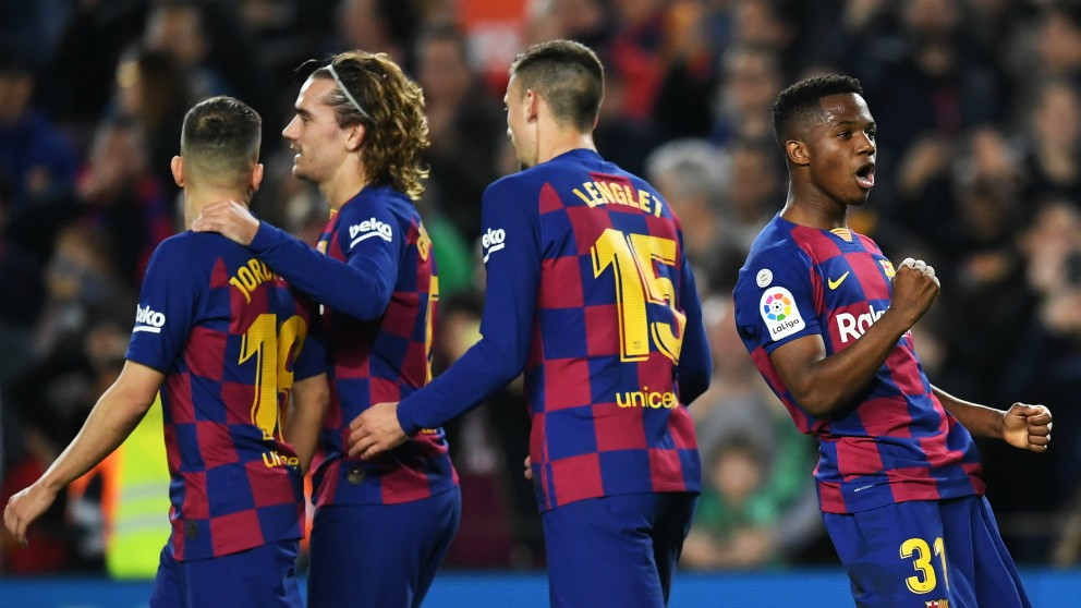 Los jugadores del Barcelona celebran un gol contra el Levante. (Getty)