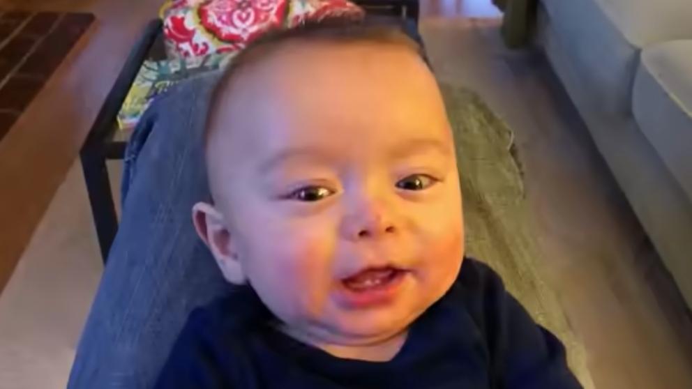 Facebook: Graba los sonidos de su bebé para versionar a AC/DC