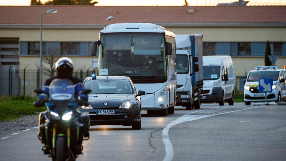 Traslado de los repatriados franceses de China por la crisis del coronavirus (Foto: AFP)