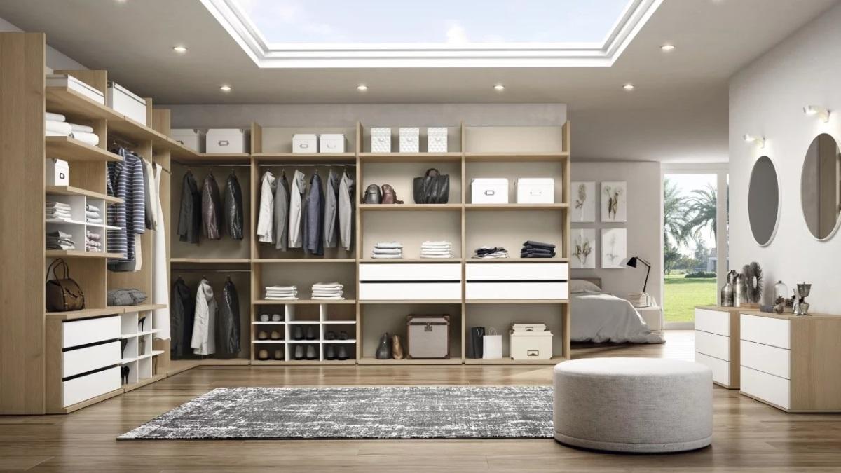Un vestidor bien iluminado puede lucir espectacular y es muy funcional