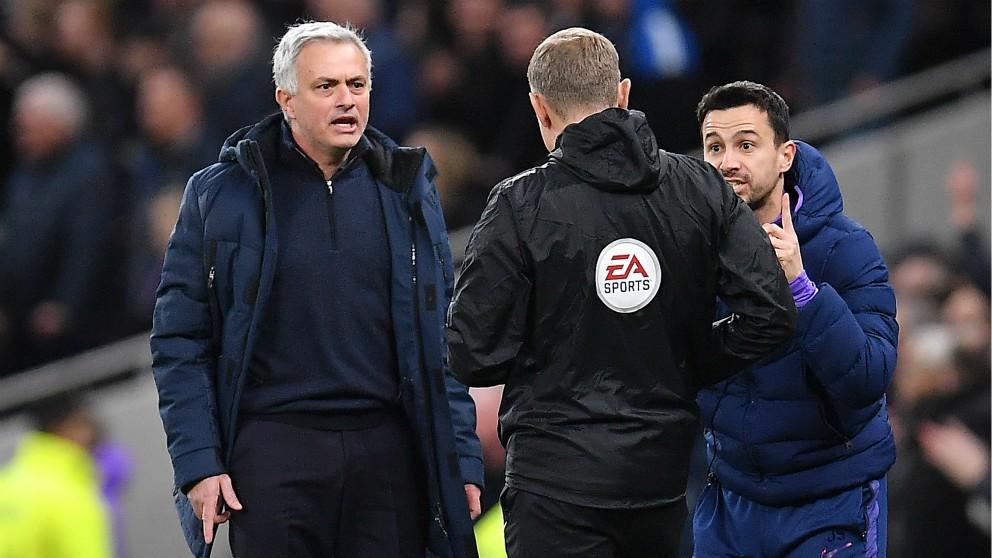 Mourinho, muy enfadado.