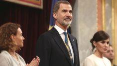 La presidenta del Congreso, Meritxell Batet; el Rey Felipe VI; y la Reina Letizia. (Foto: Europa Press)