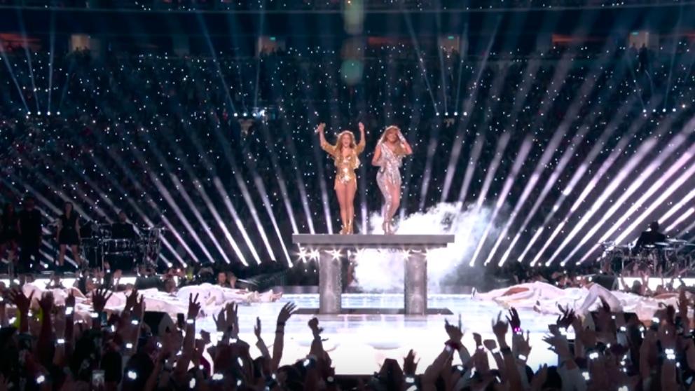 Shakira y JLO en su show de la Superbowl