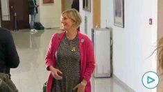 Alba Vergés, consellera de Sanidad de Torra, huye de la foto de unidad contra el coronavirus.