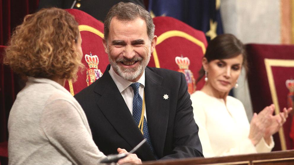 La presidenta del Congreso, Meritxell Batet; el Rey Felipe VI; y la Reina Letizia, en el Congreso de los Diputados (Foto: Europa Press).
