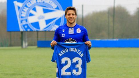 Keko Gontán posa con la camiseta del Deportivo. (@RCDeportivo)