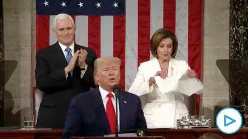 Nancy Pelosi rompe el discurso de Donald Trump delante de todas las cámaras.