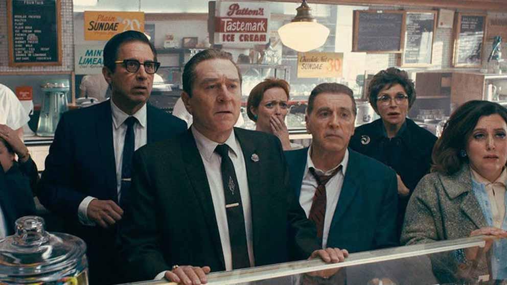 Robert de Niro y Al Pacino en una escena de 'El Irlandés', la película sobre la mafia dirigida por Martin Scorsese para Netflix.