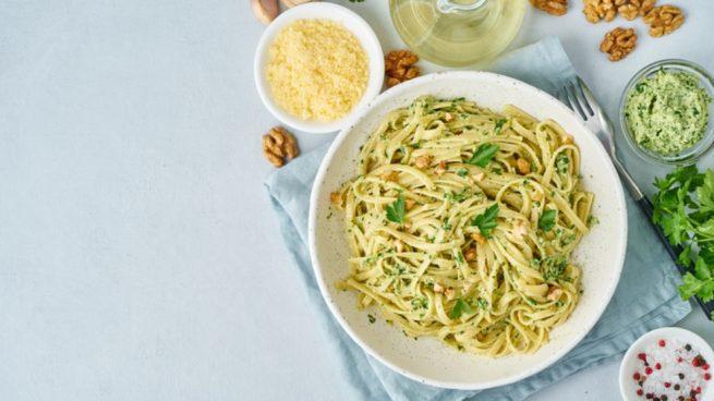 Receta de espaguetis con salsa de ajo y yogur
