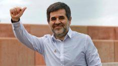 Jordi Sànchez al salir de la prisión de Lledoners para disfrutar de su primer permiso (Efe)