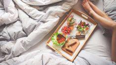Un desayuno en la cama es una buena forma de comenzar San Valentín