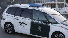 La Guardia Civil vigila la localidad de Pinos Puente (Granada) para evitar incidentes tras el tiroteo del pasado sábado.