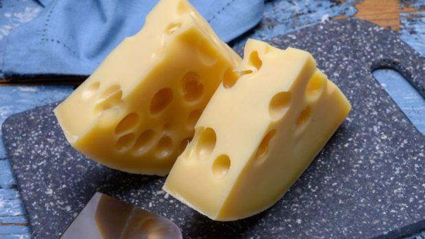 Receta de queso Emmental rebozado con aceitunas