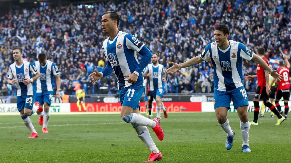 Raúl de Tomás celebra un gol con el Espanyol. (AFP)