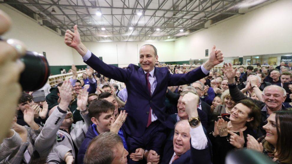 El líder del partido Fianna Fáil, Michéal Martin, celebra los resultados de las elecciones irlandesas. Foto: EP