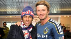 Neymar y David Beckham, en 2011 (AFP).