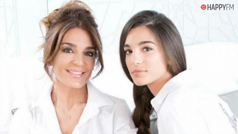 Alma Cortés presenta a su hija Jimena