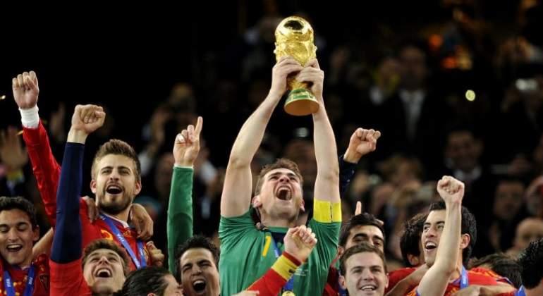 Iker Casillas, levantando el Mundial con España (EFE).