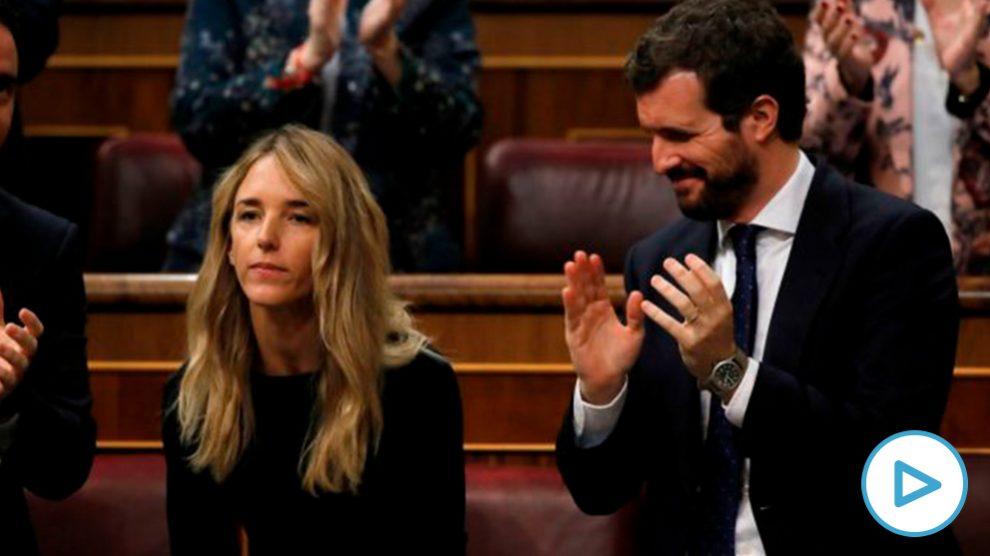 La portavoz del PP en el Congreso, Cayetana Álvarez de Toledo, aplaudido por Casado y su grupo. (Foto: EFE)