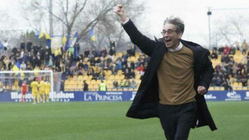 Fernando Vázquez, corriendo la banda en Alcorcón. (LaLigaSmartbank)
