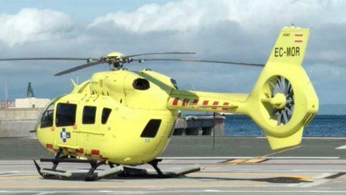 Un helicóptero modelo EC135 T3, como el utilizado para el transporte sanitario de Ceuta.