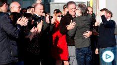 Jordi Cuixart ha sido recibido por los trabajadores de la empresa donde trabaja. (Efe)