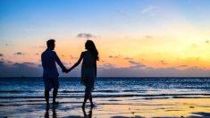Pasear por la playa es un plan fantástico para San Valentín