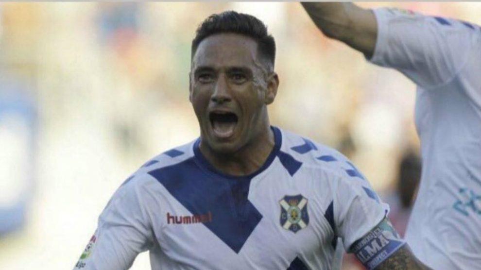 Suso Santana celebra un gol con el Tenerife. (@SantanaSuso)