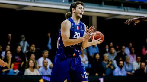 Dejan Todorovic celebra una canasta del Andorra.