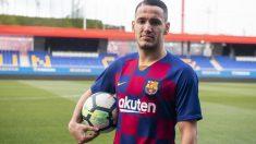 Rey Manaj durante su presentación como nuevo jugador del Barcelona B. (fcbarcelona.cat)