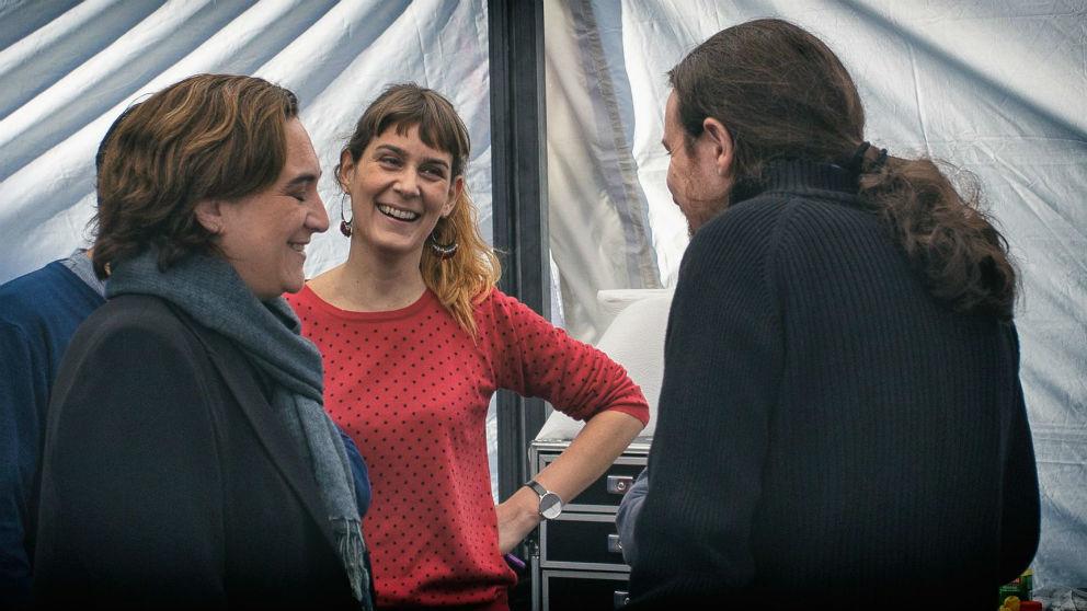 Ada Colau, Jéssica Albiach y Pablo Iglesias, en un acto de los comunes. (Foto: Barcelona en Comú)