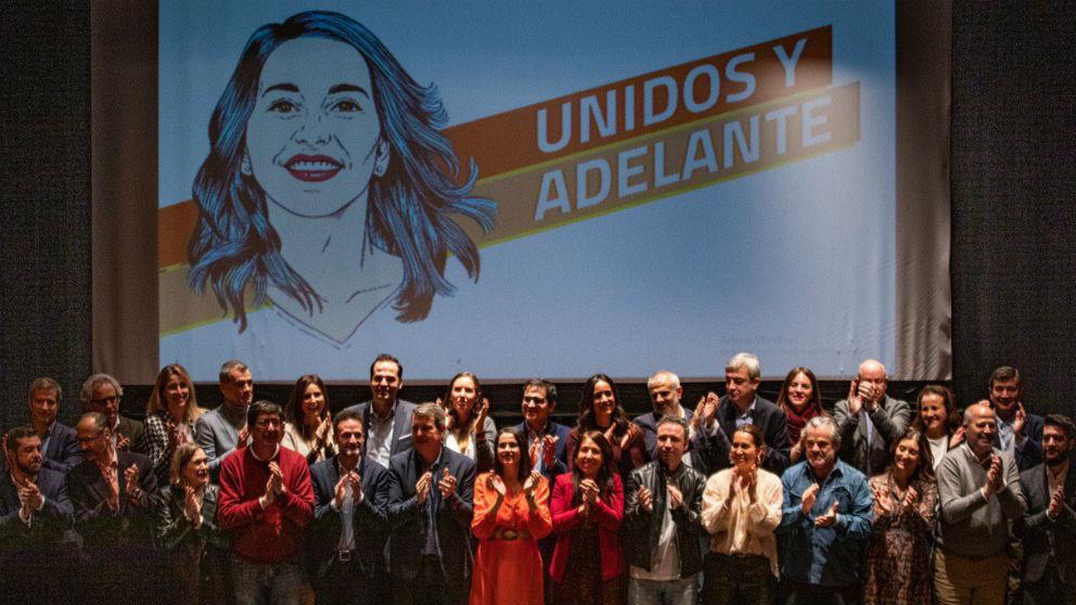 Inés Arrimadas y cargos del partido en el lanzamiento de su candidatura a las primarias de Cs. (Foto: @Tonicanto1)