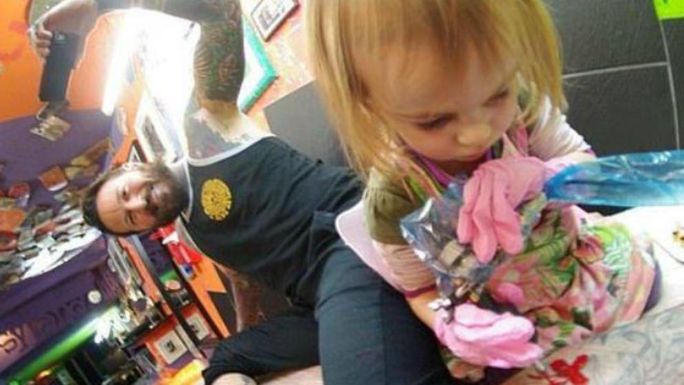 La tatuadora más joven del mundo sólo tiene 9 años