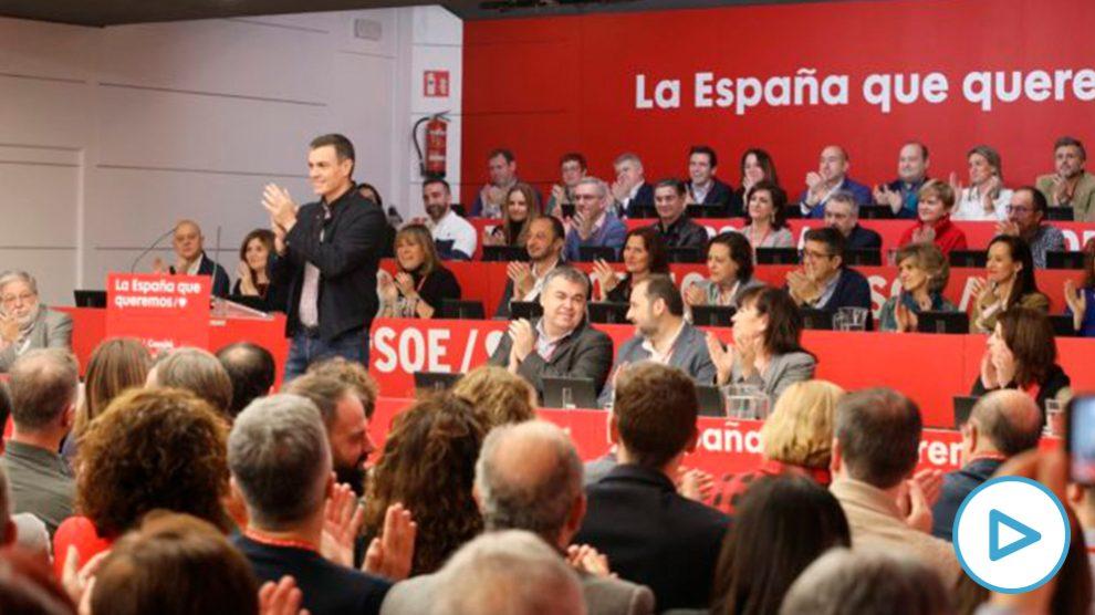 Sánchez, aplaudido, en el Comité Federal del PSOE.