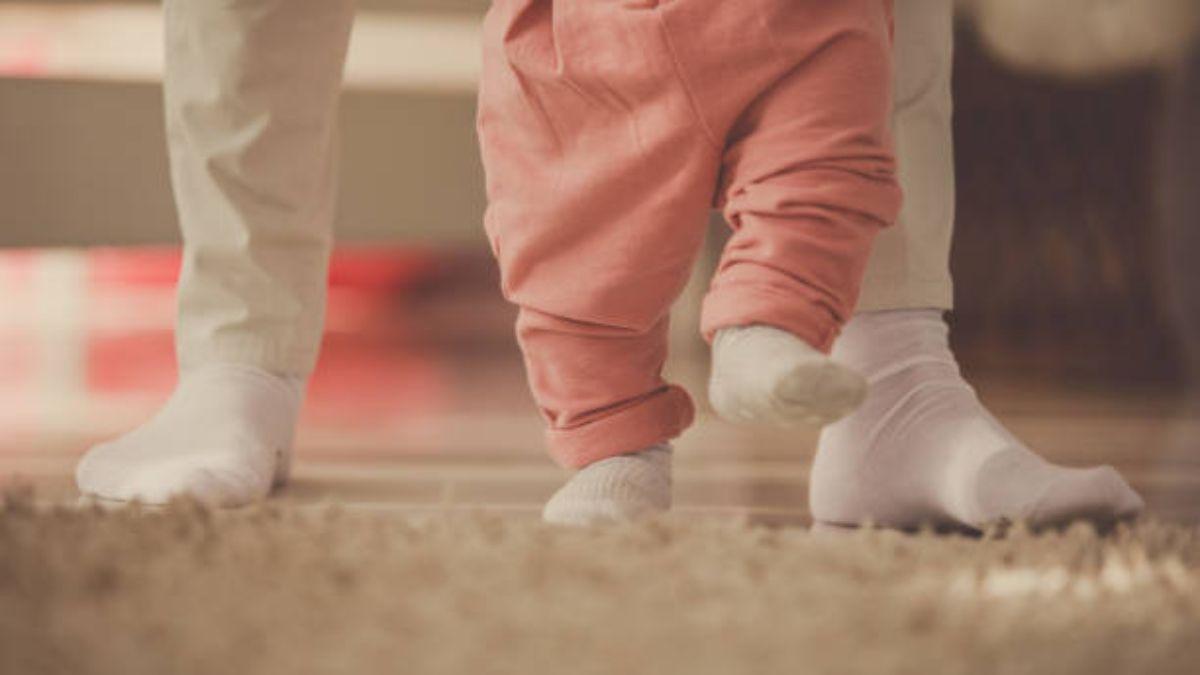 A qué se debe que el niño meta el pie para dentro cuando camina