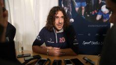 Carles Puyol habla con los medios en la antesala de los Premios Laureus. (Getty)