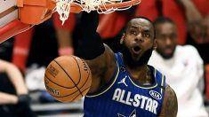 Lebron James hace un mate en el All Star 2020 de la NBA. (AFP)