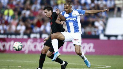 Martin Braithwaite con el Leganés frente al Atlético. (AFP)