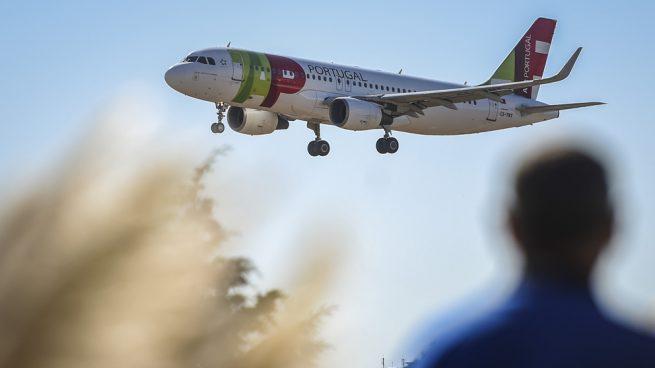 Maduro suspende las operaciones de la aerolínea TAP en Venezuela tras llevar de regreso a Guaidó