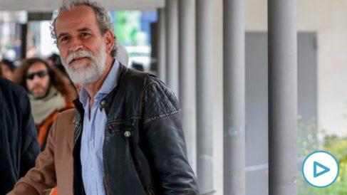 El actor Willy Toledo llega al juzgado para declarar acusado de un delito de ofensa religiosa. Foto: EP