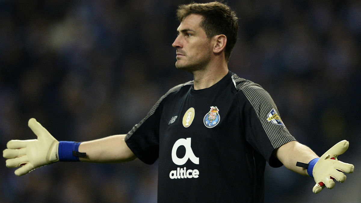 Casillas, en uno de sus últimos partidos con el Oporto. (AFP)